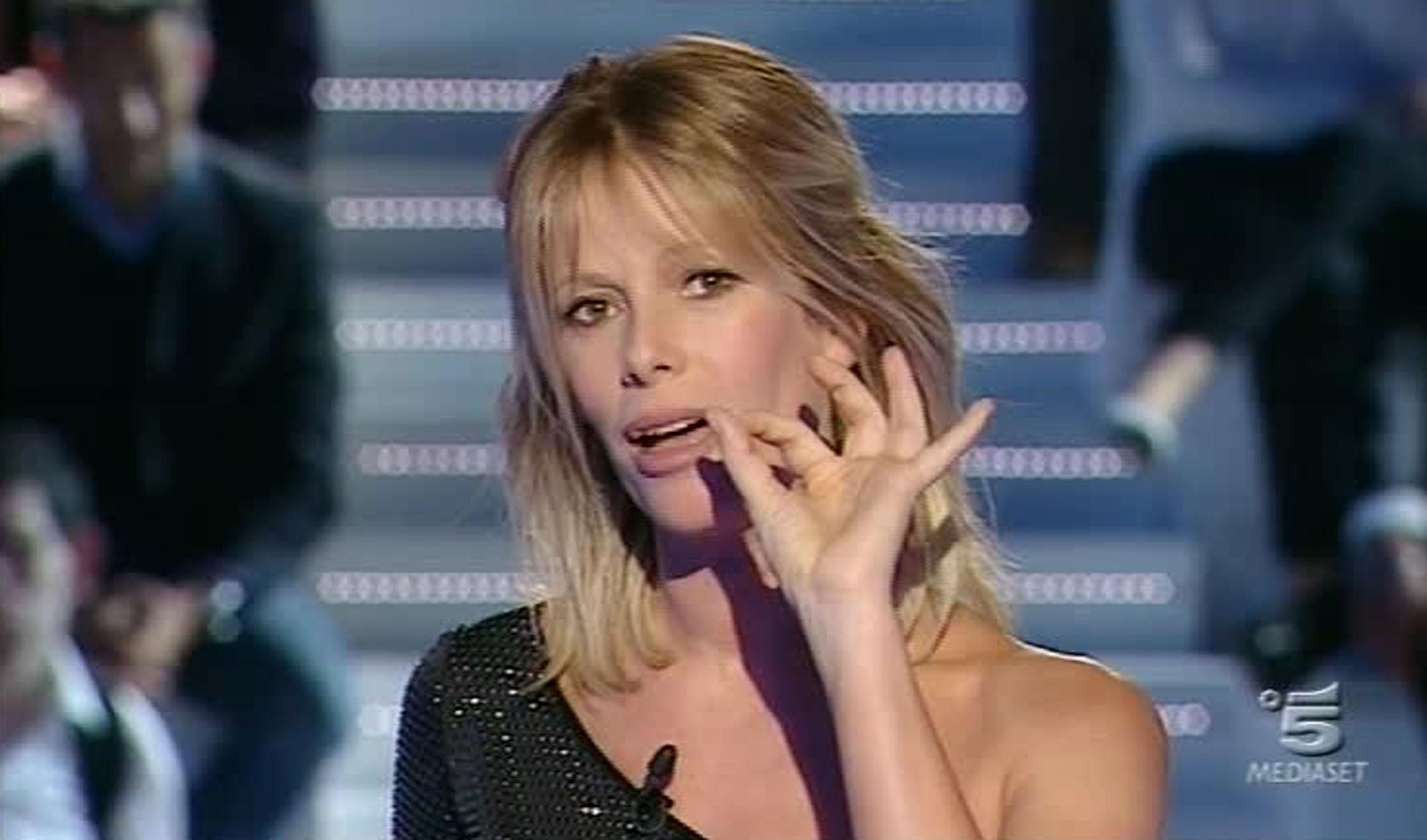 """Un momento della prima puntata dell'undicesima edizione del """"Grande Fratello"""", condotta da Alessia Marcuzzi, oggi 18 ottobre 2010. ANSA / FERMO IMMAGINE CANALE 5"""